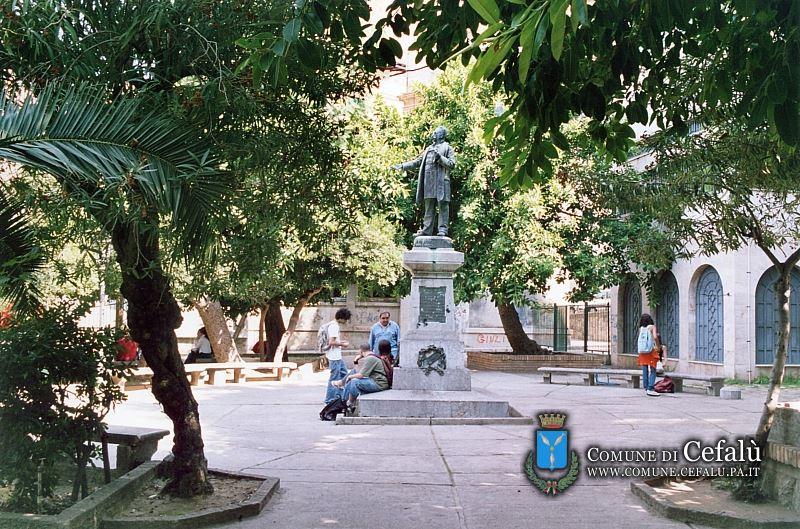 villa comunale nicola botta monumento cefalù